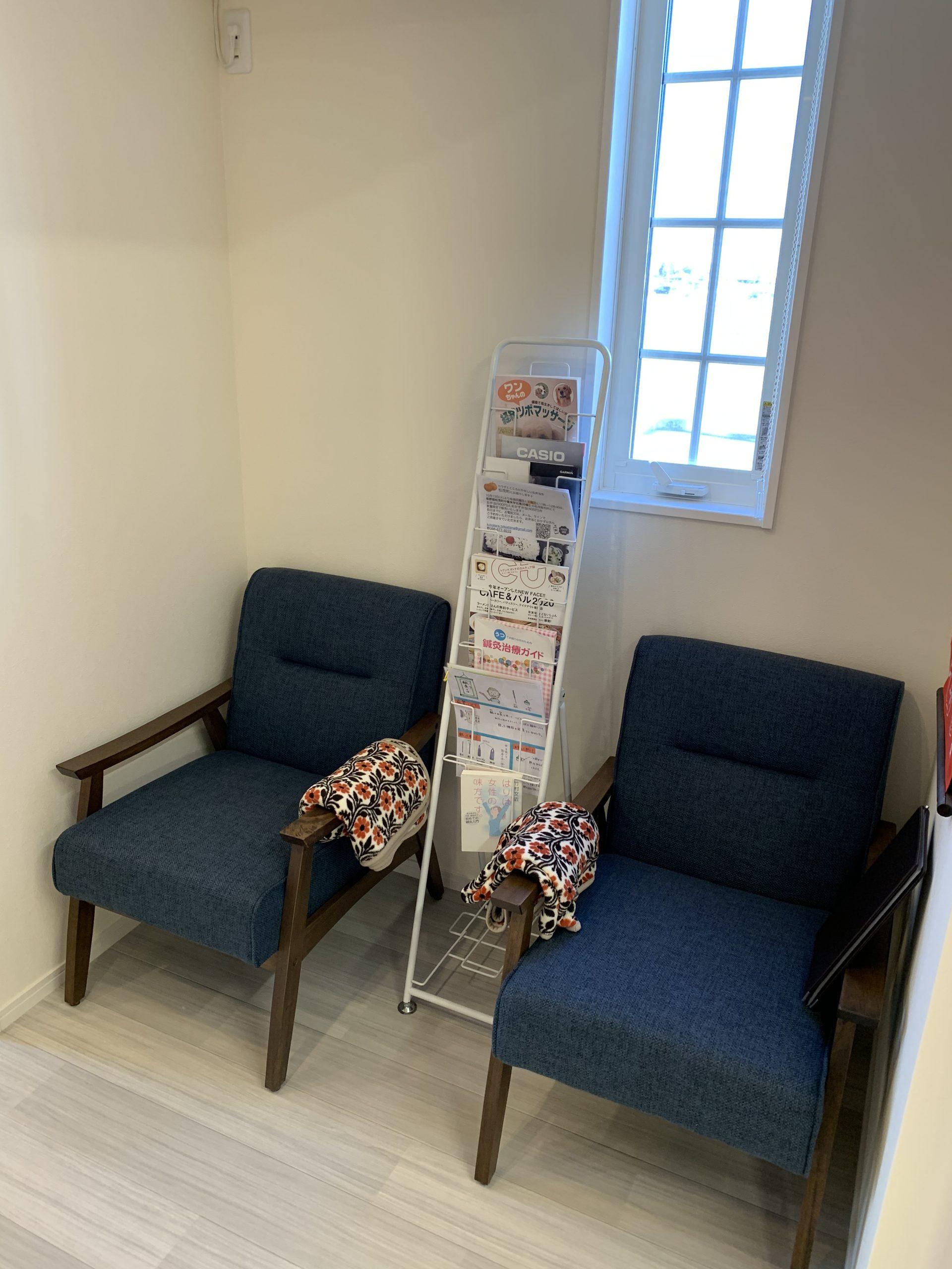 待合いスペースの椅子を新調しました